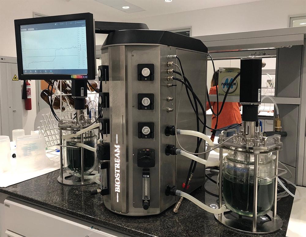 Bioreactores de laboratorio de CETIM para investigaciones en tecnologías de biosorción y biotransformación.